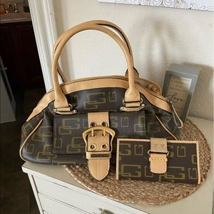 Guess purse and wallet. Approximately 15x8.